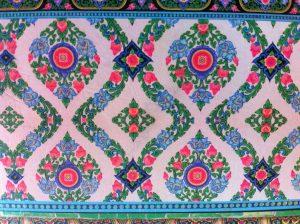 Ornament met bloemen in roze, blauw, groen