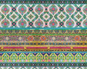 Balken met ornamenten in verschillende kleuren onder elkaar